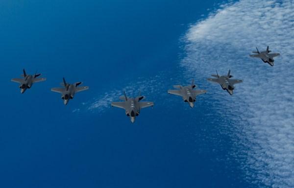 190625 F ZD147 0196 600x384 - Caças F-35 dos EUA, Reino Unido e Israel participam do exercício Tri-Lightning