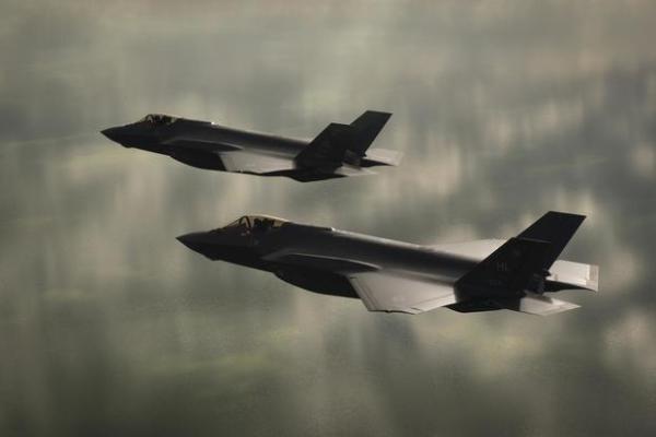 f35a utah two 1800 600x400 - USAF estuda como pintar o F-35A 'aggressor' sem afetar a sua capacidade stealth