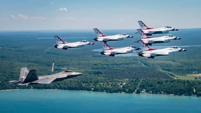 69095768 10157402408504246 8587031241352544256 n - Mudança de última hora no histórico voo dos esquadrões de demonstração sobre Nova York