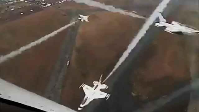 F 16cockpit - VÍDEO: Impressionante vídeo dentro do cockpit do F-16 durante manobra dos Thunderbirds