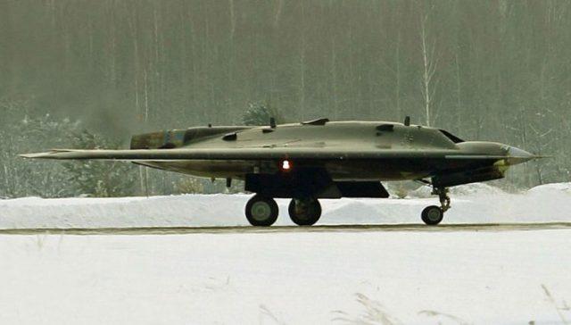 hunter drone 750x426 - Drone stealth de combate russo realiza seu primeiro voo