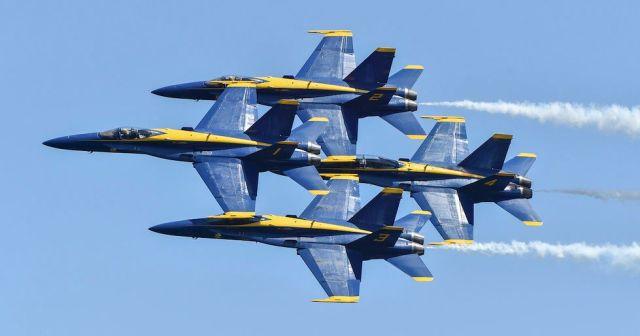 img - Dois F-18 Hornets dos Blue Angels se tocam em voo durante treinamento