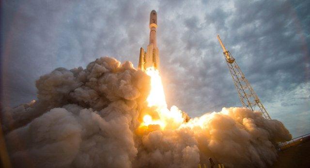 1033971438 - Rússia exportará motores de foguete RD-180 para os foguetes Atlas dos EUA