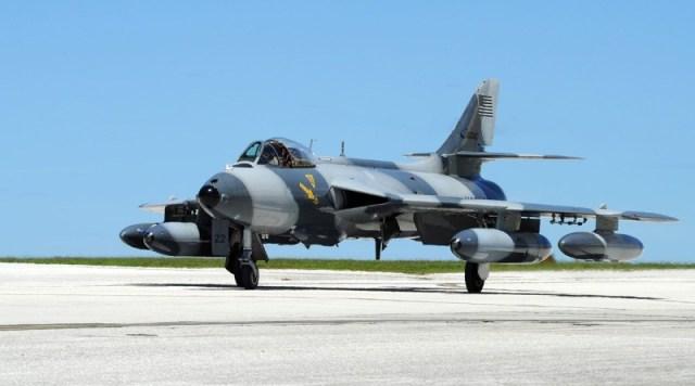 ATAC Mk 58 Hawker Hunter - Jato Hawker Hunter da ATAC sai da pista durante o pouso
