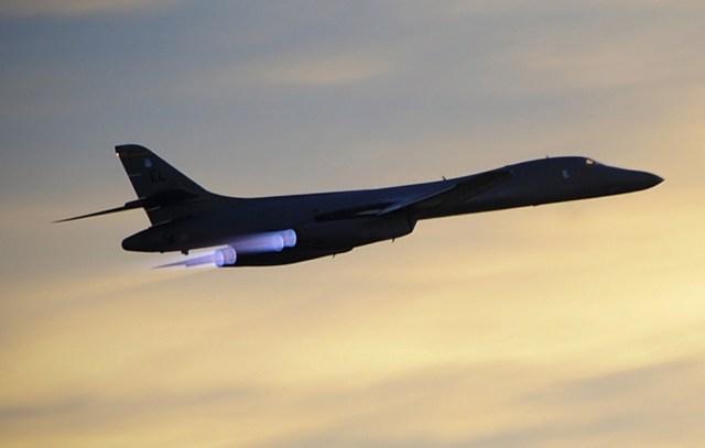 B 1 foto USAF - USAF implanta bombardeiros B-1 Lancer na Arábia Saudita