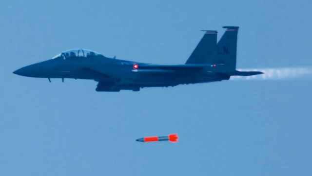 B61 12 LEP F 15E test - Força Aérea dos EUA realiza testes de voo de desenvolvimento da bomba nuclear B61-12