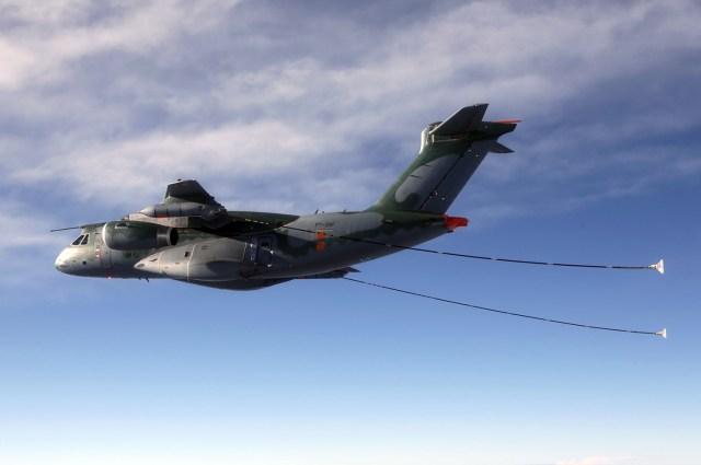 Embraer Demonstrates Cobham Aerial Refuelling Systems Aboard KC 390 - Venda dos KC-390 para Portugal passa pela última aprovação