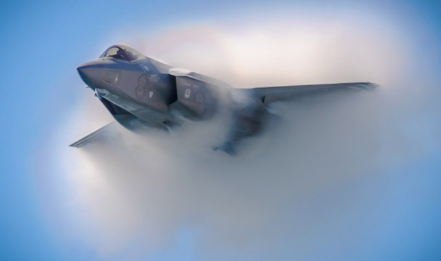 F35 Vapor Cloud Huntington B - Lockheed Martin recebe contrato de US$ 7 bi para 114 novos jatos F-35