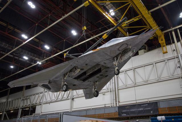 """76946049 3161737810519398 5650431727345074176 o - """"Nighthawk Landing"""": Revelado processo de preparação do F-117 que será exposto em biblioteca presidencial"""