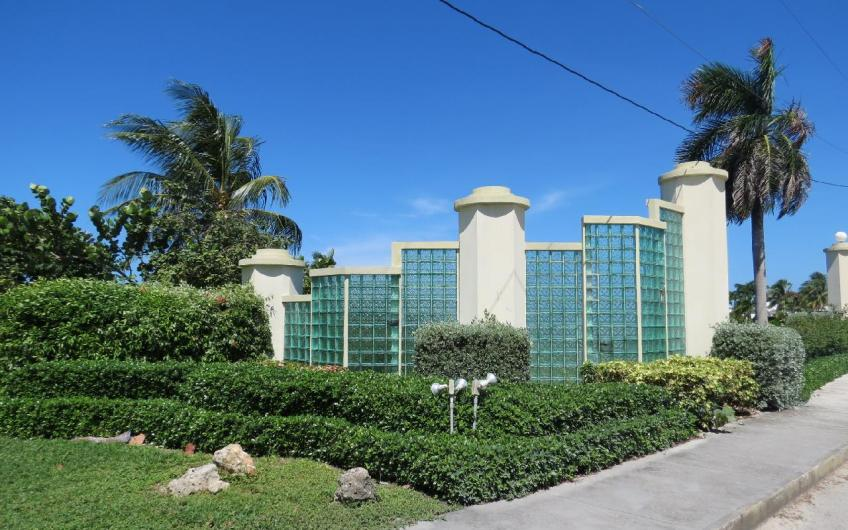 Lalique Pointe in Crystal Harbour