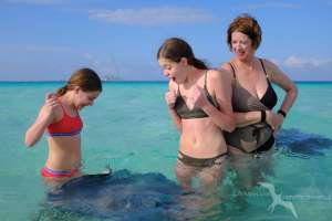 girls and their mom excited at stingray city grand cayman