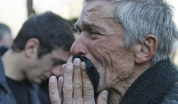 https://i1.wp.com/www.cbc.ca/gfx/images/news/photos/2011/02/08/584-lugers-grieving-father.jpg