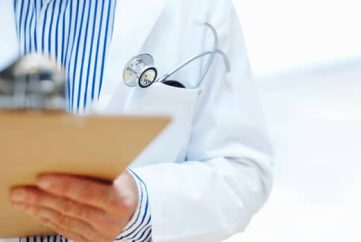 The Quebec College of Physicians has accused two doctors of accepting cash bribes in exchange for providing patients with faster service and shorter wait times.