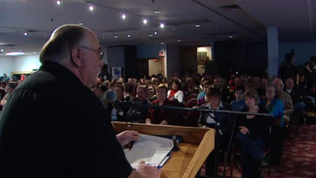 The Canadian Union of Public Employees brought more than 300 union members to Fredericton on Friday to a news conference that called on the provincial government not to cut public services. (CBC)