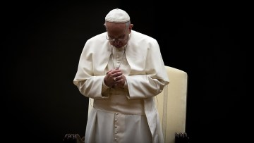 Pope calls for the faithful to intensify prayers in October