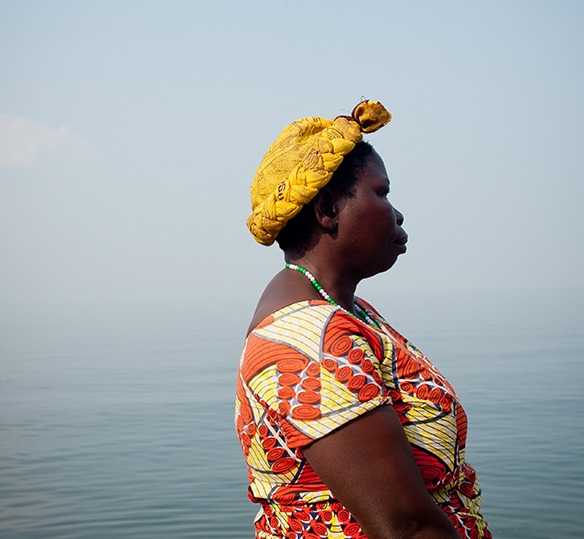 Photo of a Congolese woman in front of water