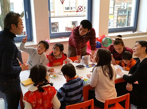 Photo of Chinese children and teachers in class