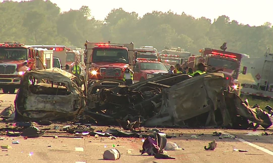 Baby and child among 5 dead in 6-vehicle crash on I-95 in Robeson County