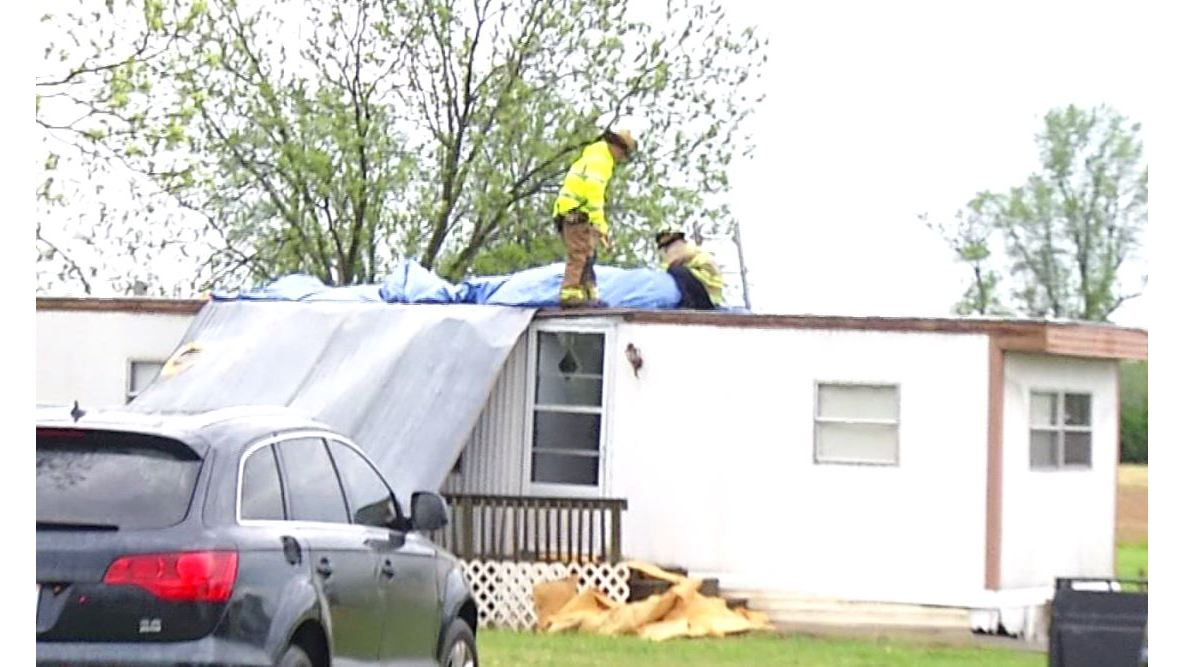 VIDEO__Part_of_roof_ripped_off_Johnston__0_20190419224947
