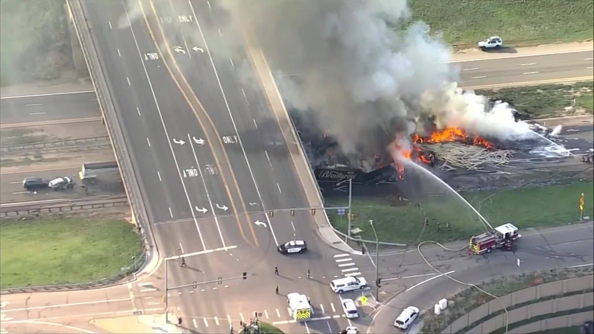 Vehicles_burn_in_massive_fire_on_Interst_2_20190425234105
