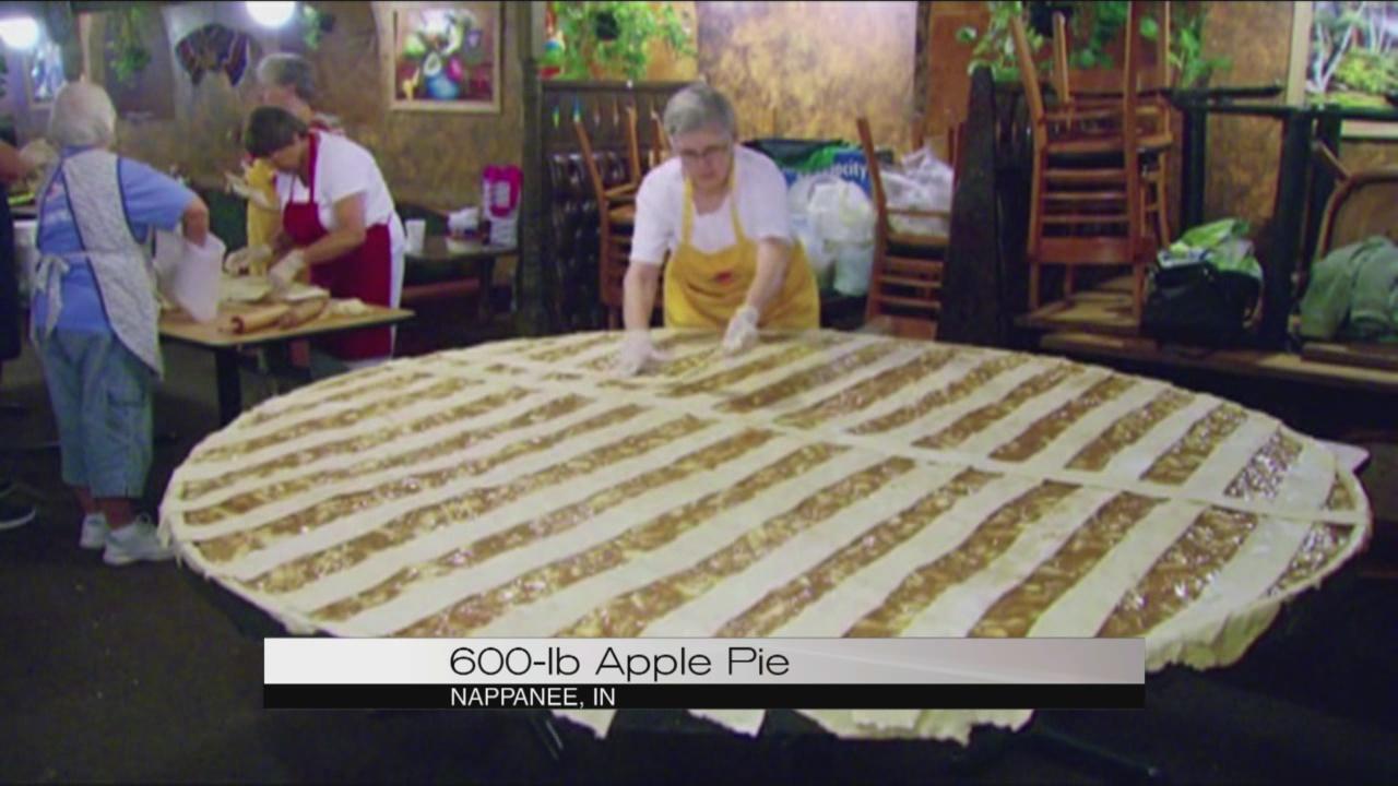Giant apple pie_120387