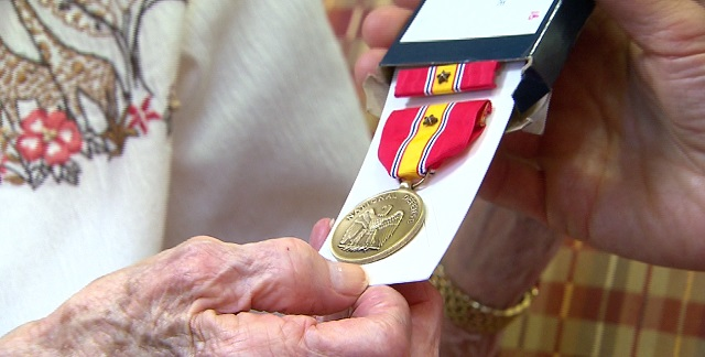 Ellina Spyker, now nearly 95, received 8 military medals from her service during World War 2 from US Rep. Suzanne Bonamici, Aug. 5, 2015 (KOIN)_188861