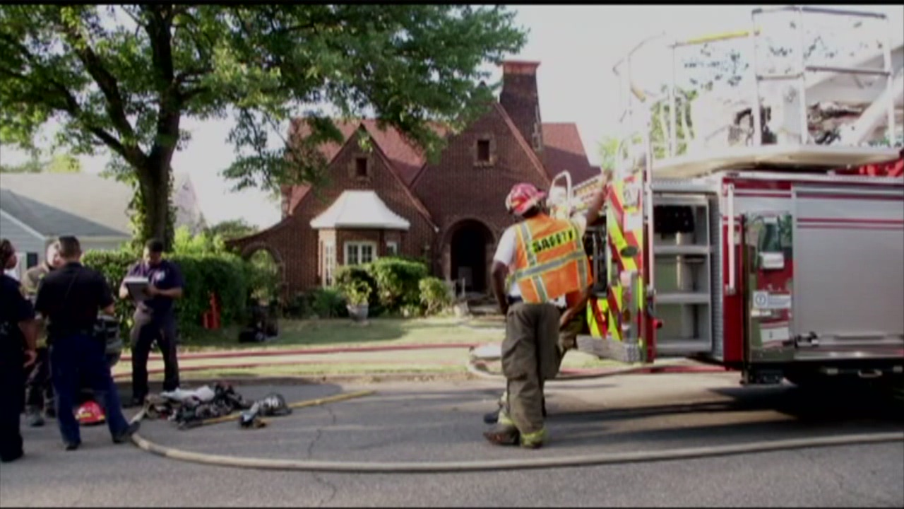 Dog rescued from house fire_191525