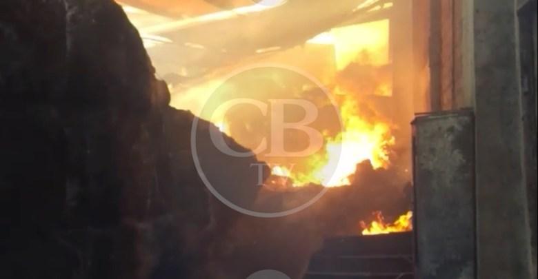 Incendio consume bodega de ropa en Zinapécuaro