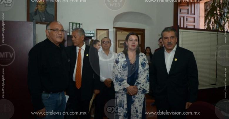 Raúl Morón entrega nombramientos a los nuevos miembros de su gabinete