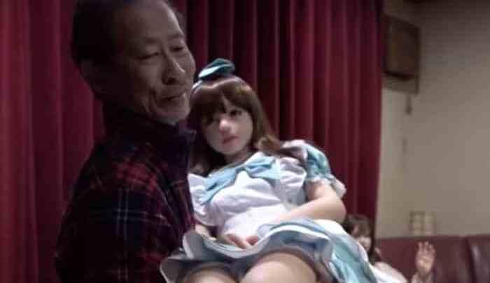 Los japoneses dejan las parejas humanas por muñecas