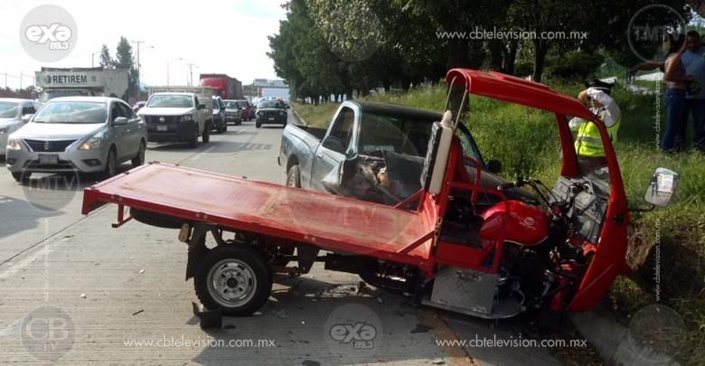 Choca camioneta contra motocarro en el Libramiento Norte de Morelia
