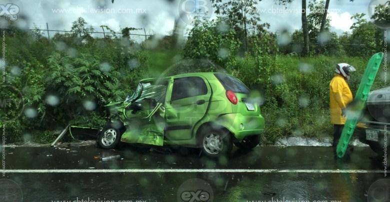 6 heridos en un choque de frente en la carretera Uruapan-Paracho