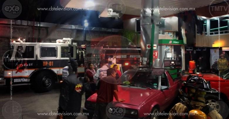 Pánico luego de choque en una gasolinera de Uruapan