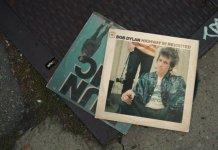 clip de roy kafri avec des pochettes de vinyles animées