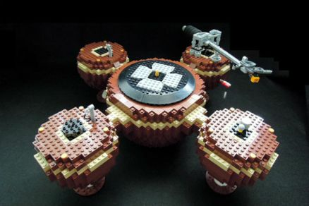 a full functionnal turntable built from lego bricks