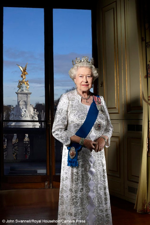 Official Jubilee portrait of The Queen