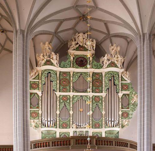 Organ facade of pipes