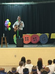 Eric Litwin singing with guitar