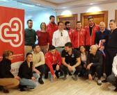 Los jugadores del equipo masculino de DHPLATA visitan Agentis, patrocinador
