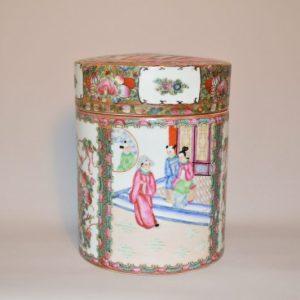 CHINE: Pot couvert en porcelaine de Canton de la Famille rose