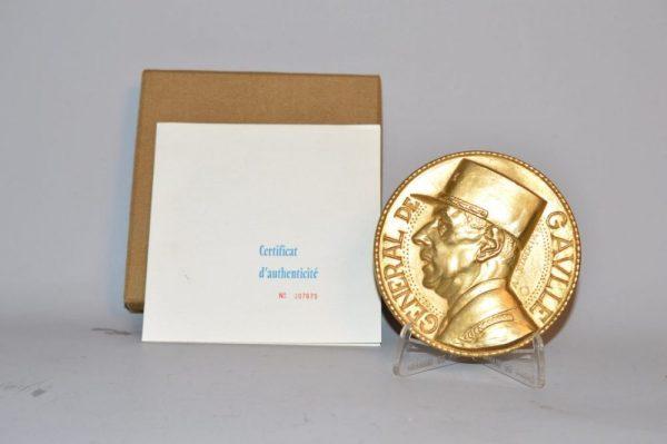 Médaille: Mémorial du Général De Gaulle en bronze et or 24 carats