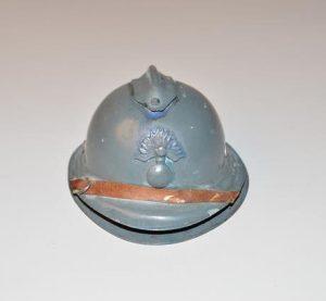 Encrier en forme de casque Adrian de la première guerre mondial