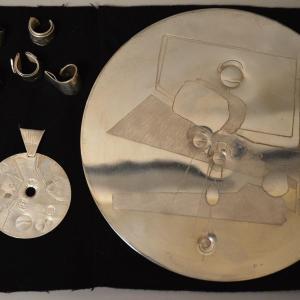 BERNARD BYGODT (1939-2004) - Bijoux composition en argent gravé et sculpté