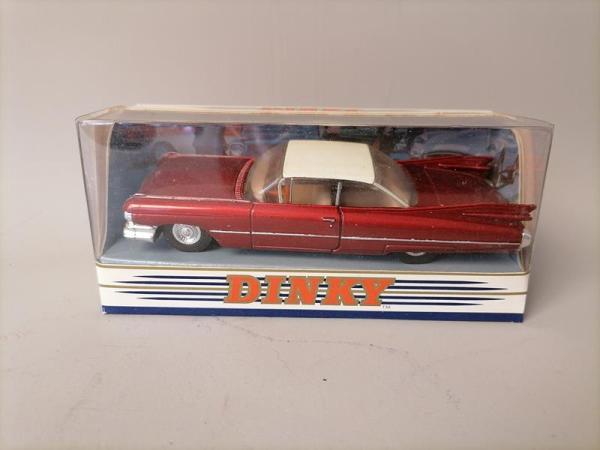 Matchbox Dinky Collection - Cadillac coupe de ville 1959 - Rouge 1:43