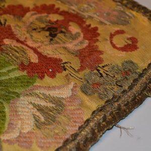 Textile ancien - tapisserie broderie d'embellissement