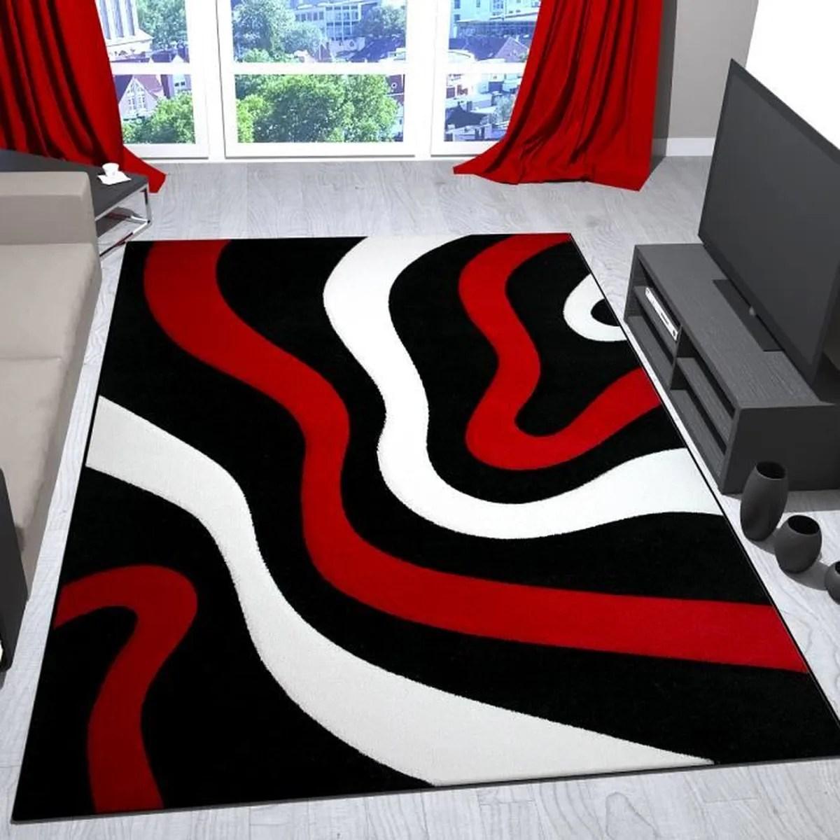 tapis rouge noir et blanc