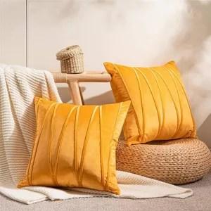 coussin jaune et orange