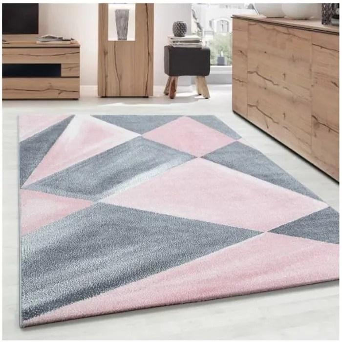 tapis design moderne des motifs geometriques poi
