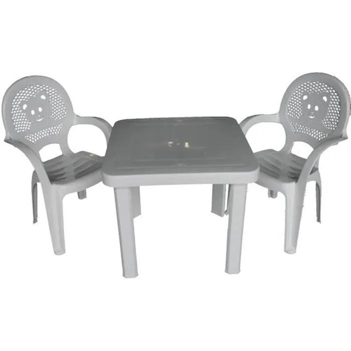 chaises et table en plastique pour jardin exteri