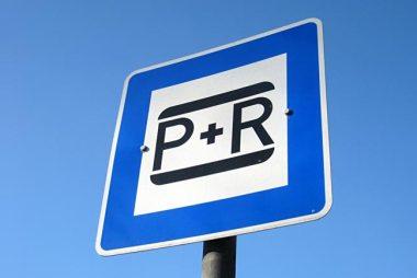 Park and Ride -Parkplatz mit Ladestation